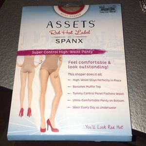 Assets by Spanx height waist panty NWT